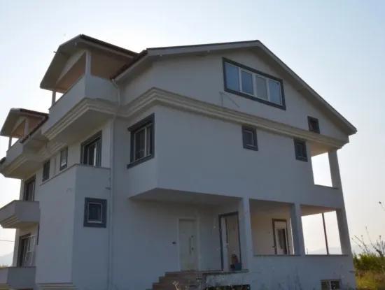 Dalyan Eskiköy'de Göl Manzaralı Satılık Villa